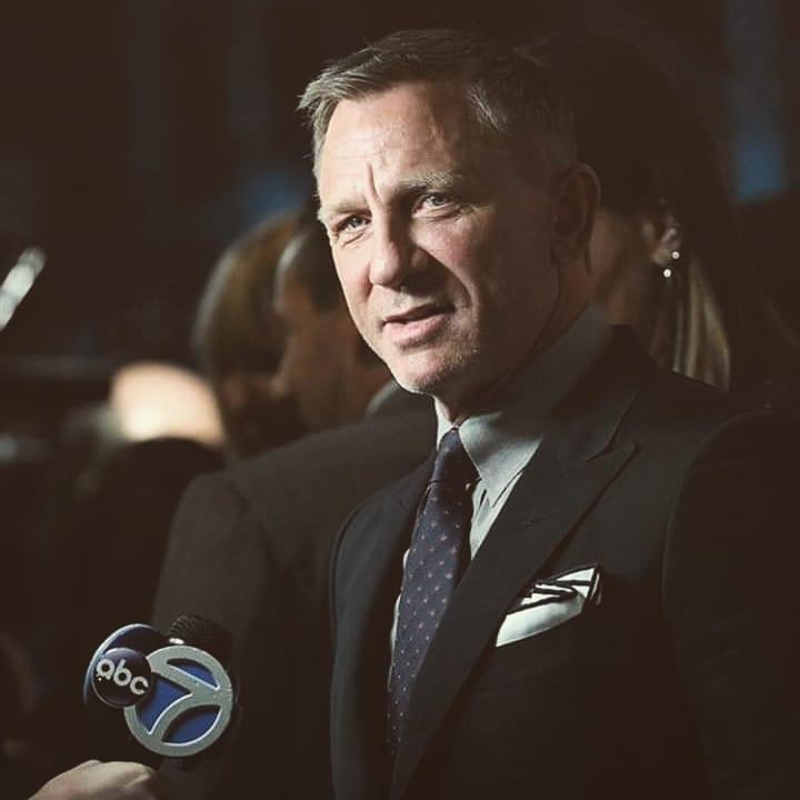 #JamesBond #Bond25 #NoTimeToDie #BondJamesBond #behindthescenes #filmproduction   Looking good, Mr Bond..  #DanielCraigpic.twitter.com/FpvOrGPMl4