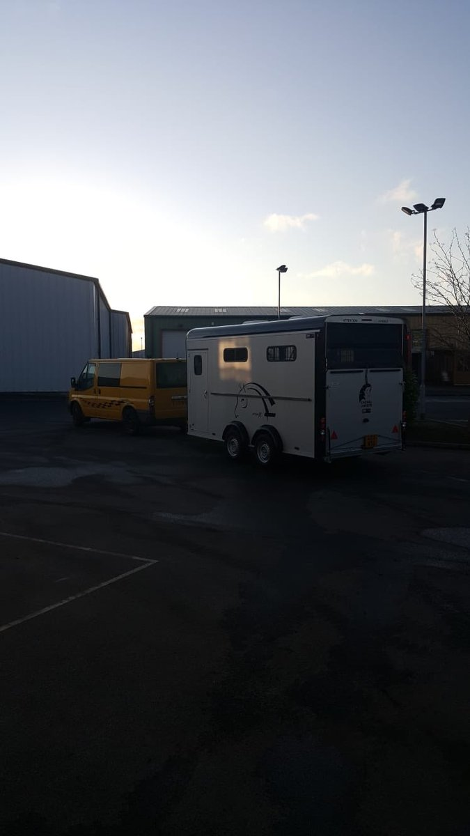 A late evening collection ready for an early start , this brand new Cheval Liberté Optimax is heading to Oxfordshire to its new home - give Terry a wave  if you see him on route .  #chevalliberte #optimax #jswtrailers @cheval_liberte_uk #debontrailers #horsebox #horsetrailerpic.twitter.com/T8ZFyq2SDq