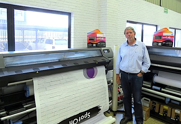 Pay-per-use wide format enters the market with @HP -click charge by another name? Colleagues at Sign Africa report a 'world first' offering of HP Latex printers on a pay-per-use model by reseller Midcomp, similar to Heidelberg's 'subscription' model. https://bit.ly/37Ww6DQpic.twitter.com/oVv47dhIIY