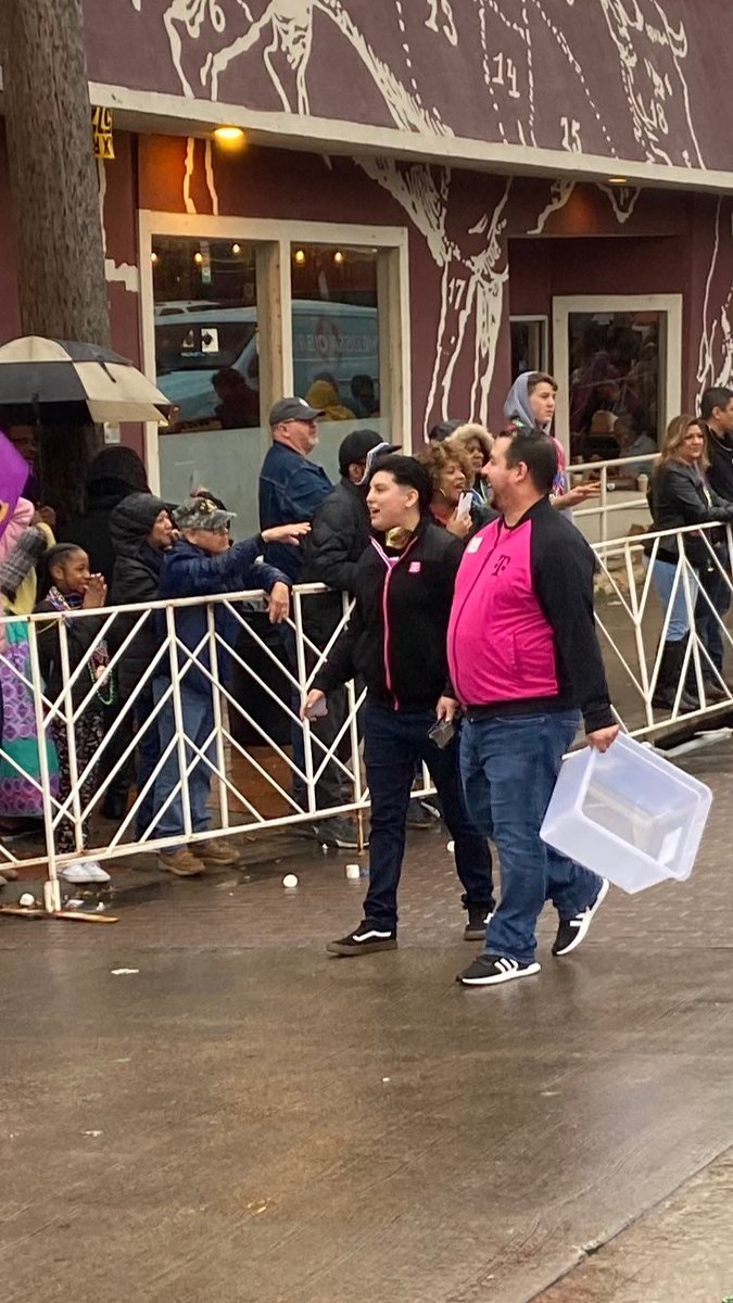 Had so much fun with  @TMobileTruckNTX & teamThanks for coming out and delivering swag at the 2020 Mardi Gras Parade in Oak Cliff @Kendall_NETX @tmoeazy @bigtech5000  #OakCliff #BishopArts #2020 #seriousfun #DFWSouth #LosJefes pic.twitter.com/LLQoMQKanl