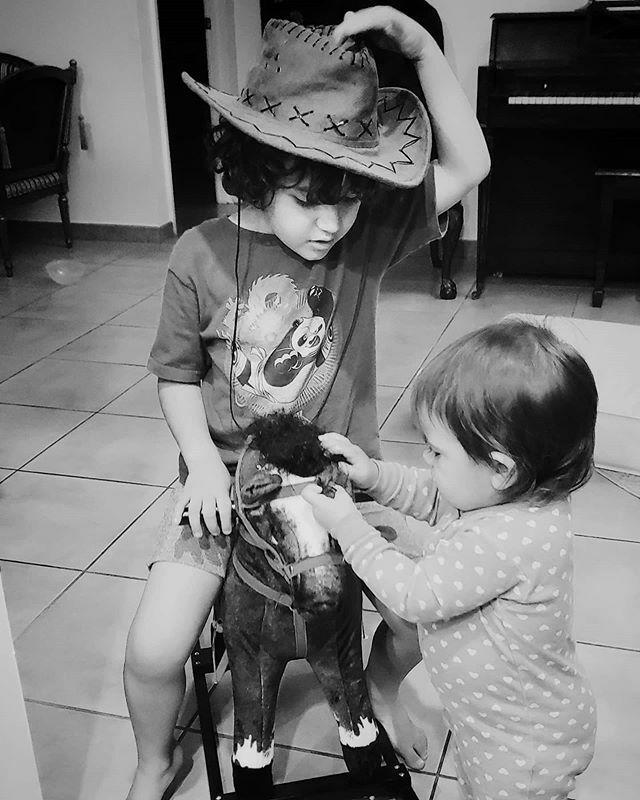 Howdy and goodnight.. . . . #alexiacristina #maximogregorio  #blackandwhite #raisingtinyhumans #childhoodunplugged #bnw_littles #expressyourself #miamimoms #clickinmoms #momswithcameras #momlife #motherhoodrising #honestlymothering #miamimom #mothe… https://ift.tt/2uo8Z7kpic.twitter.com/jC3v8kjwnC