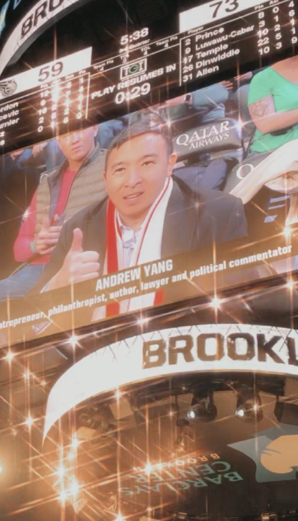 My president, @AndrewYang is at the basketball game I'm at !!!!