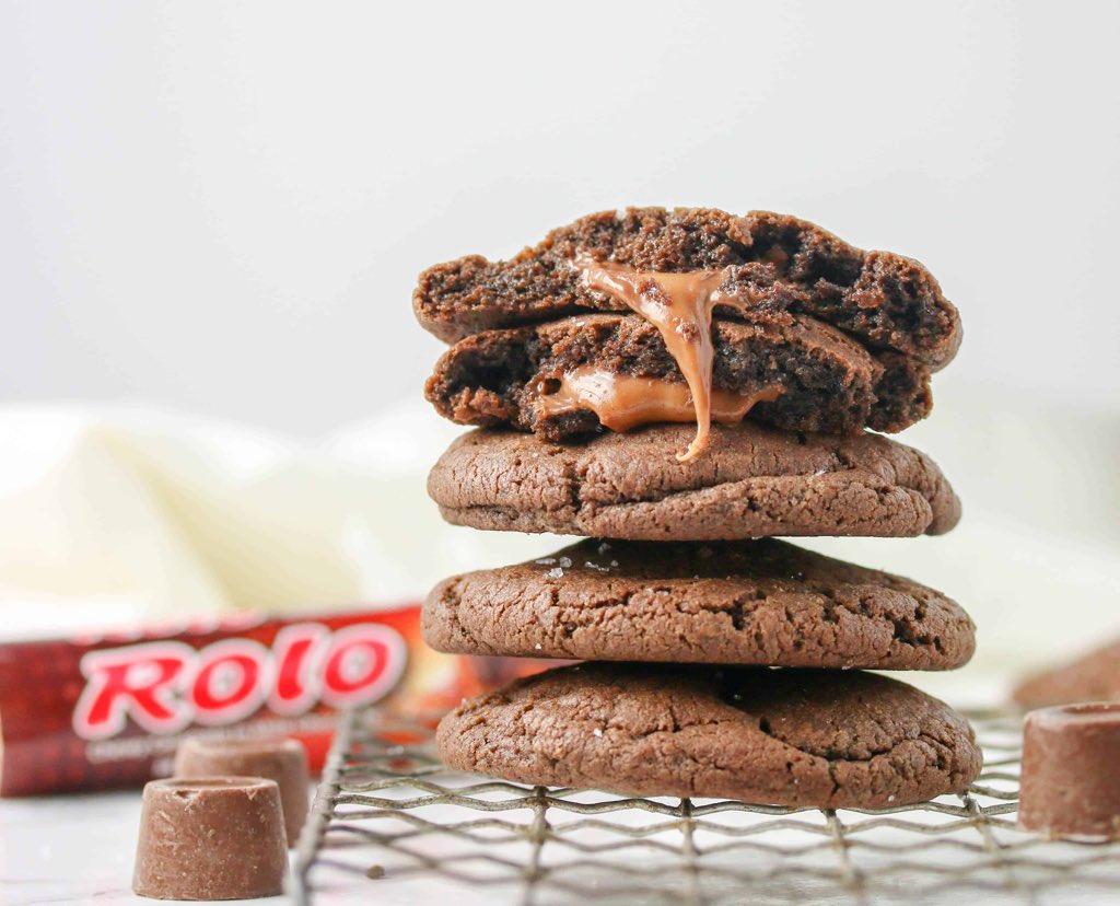 #FavoriteLifeHacks Stuff a Rolo into the center of cookies before baking. (Photo: BostonGirlBakes) #chocolate