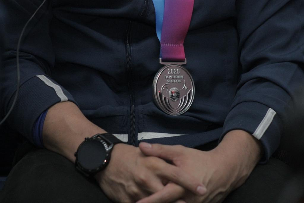 test Twitter Media - El guatemalteco Jorge Vega llega al país tras haber obtenido la medalla de plata en salto en la Copa Mundial de Melbourne, Australia.Fotos: LH/José Orozco https://t.co/QuUxSuGj1i