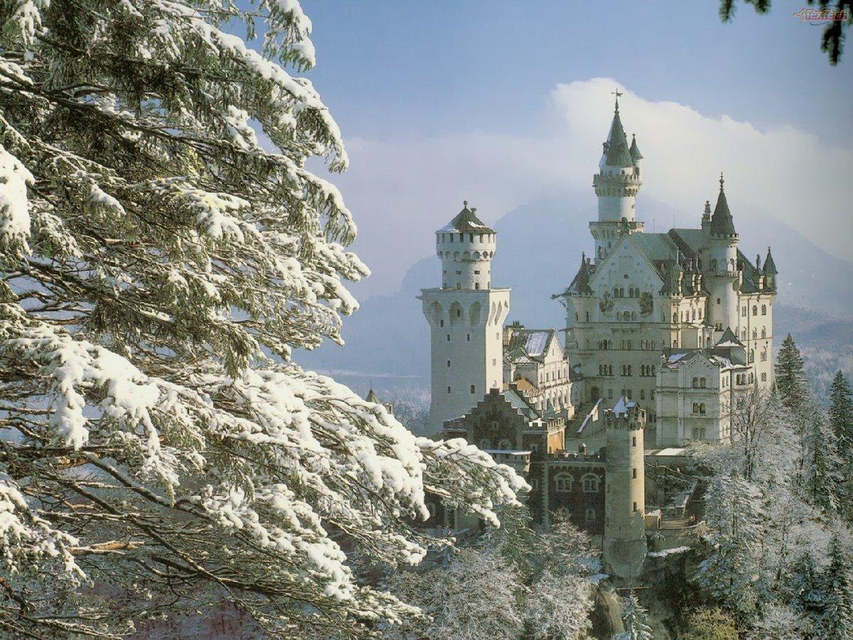 """Heinrich half Matilda in die wartende kaiserliche Kutsche, die neben dem Eingang zum Dom stand. """"Es ist wunderschöner Schnee, aber längst nicht so schön wie meine Braut!"""" http://rxe.me/9Z49Q7  #Hochzeit #Weihnachtenpic.twitter.com/I0W3jf2aIZ"""