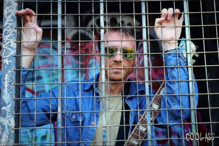 @coolassmarc puts a whole new spin on Jailhouse Rock! All hale to the new King in town! https://coolass.tv/get-sob #coolass #marcmarut #king #kingofrockandroll #jailhouserock #spin #rock #cage #coolshades #newmusic #newmusicmonday #graffiti #graffitiart #graffitialleypic.twitter.com/sPtCmeioSR
