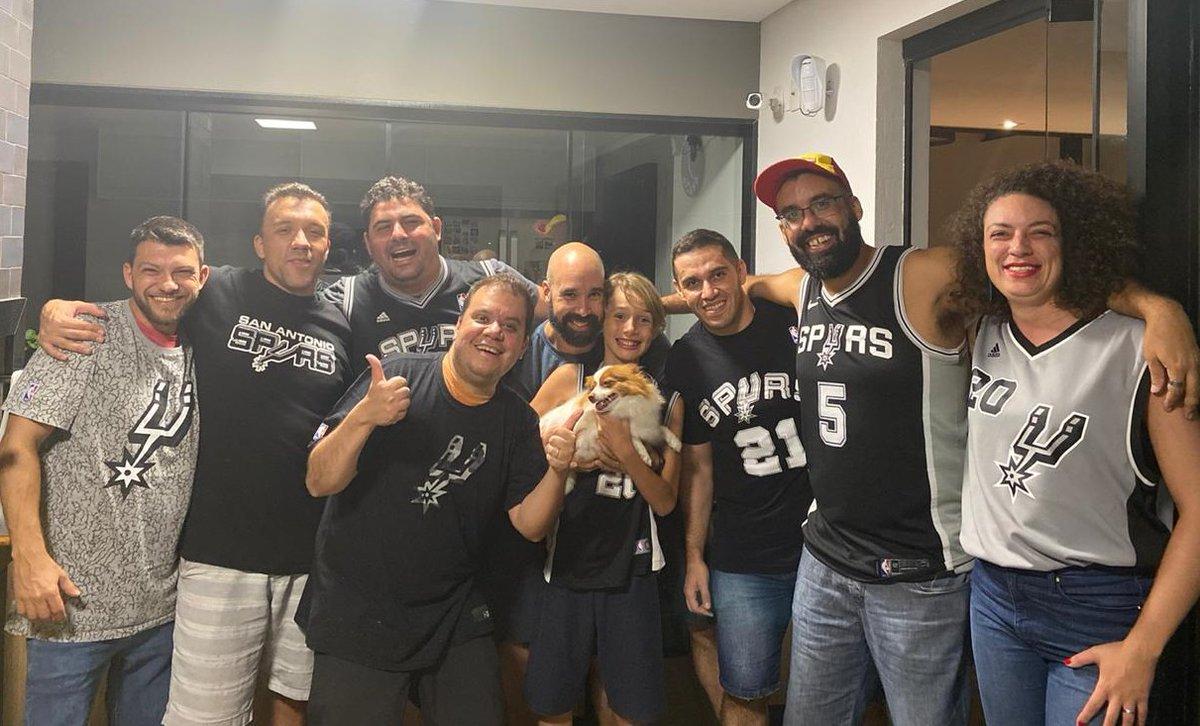 #NBAnoSporTV 3° ano de #CarnaSpurs em Itanhandu!! #Spurs