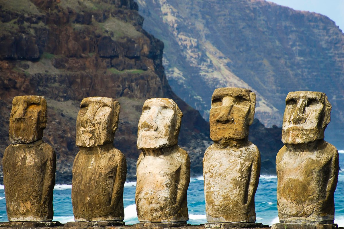 Rapa Nui, otherwise known as Easter Island (or Isla de Pascua), one of the most remote inhabited places on the planet, is known for its moai statues--but has more to offer than that @CNBC https://buff.ly/2uohU8P #traveltheworld pic.twitter.com/jwjPczMkjY