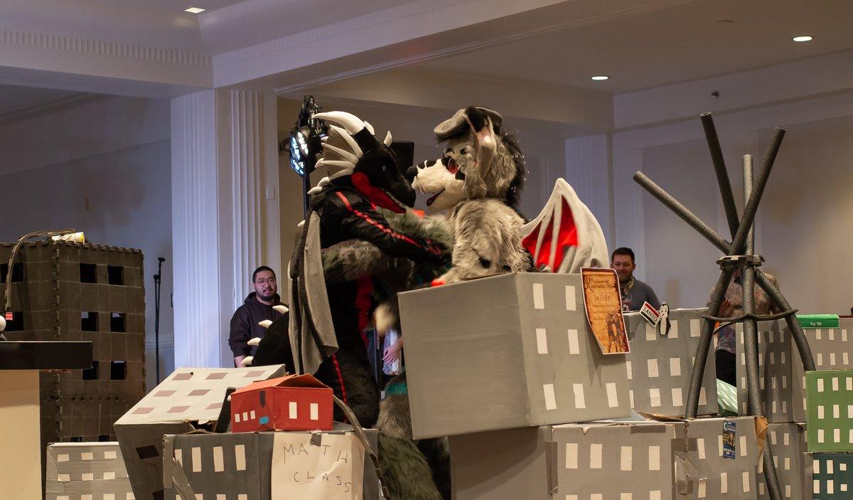3 way fight at the Kaiju Clash!  (can't ID the fursuiters)  #ANE2020<br>http://pic.twitter.com/5gXLsbtwmQ