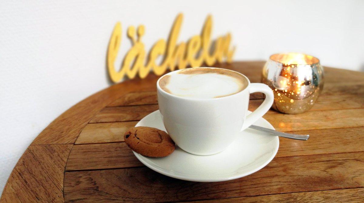 Mhmm, da hätte jemand in unserem Büro doch glatt Barista werden können #ausdemBüro #kaffeezeit pic.twitter.com/Q3cdAksOsu