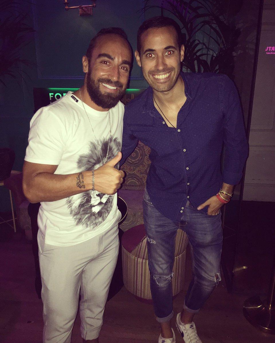 Esta noche @fer_orea ha hecho bailar al mejor jugador del mundo de #FutSal @ricardinho1 🥾⚽️ #DiseyMusic   #ExpertosEnHacerteBailar https://t.co/TK0ruKW8eh