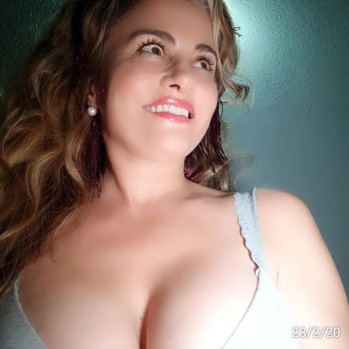 A gift for you...#MotivationMonday #24Febrero #Feliz #auracristinageithner#beautiful #lapotradelabanda #Colombia #happy #vscocam #girl #instagramers #iger #love #loveyouall #actresslife #model #loveislove #smile #follow #2020pic.twitter.com/XxOo3w7Axz