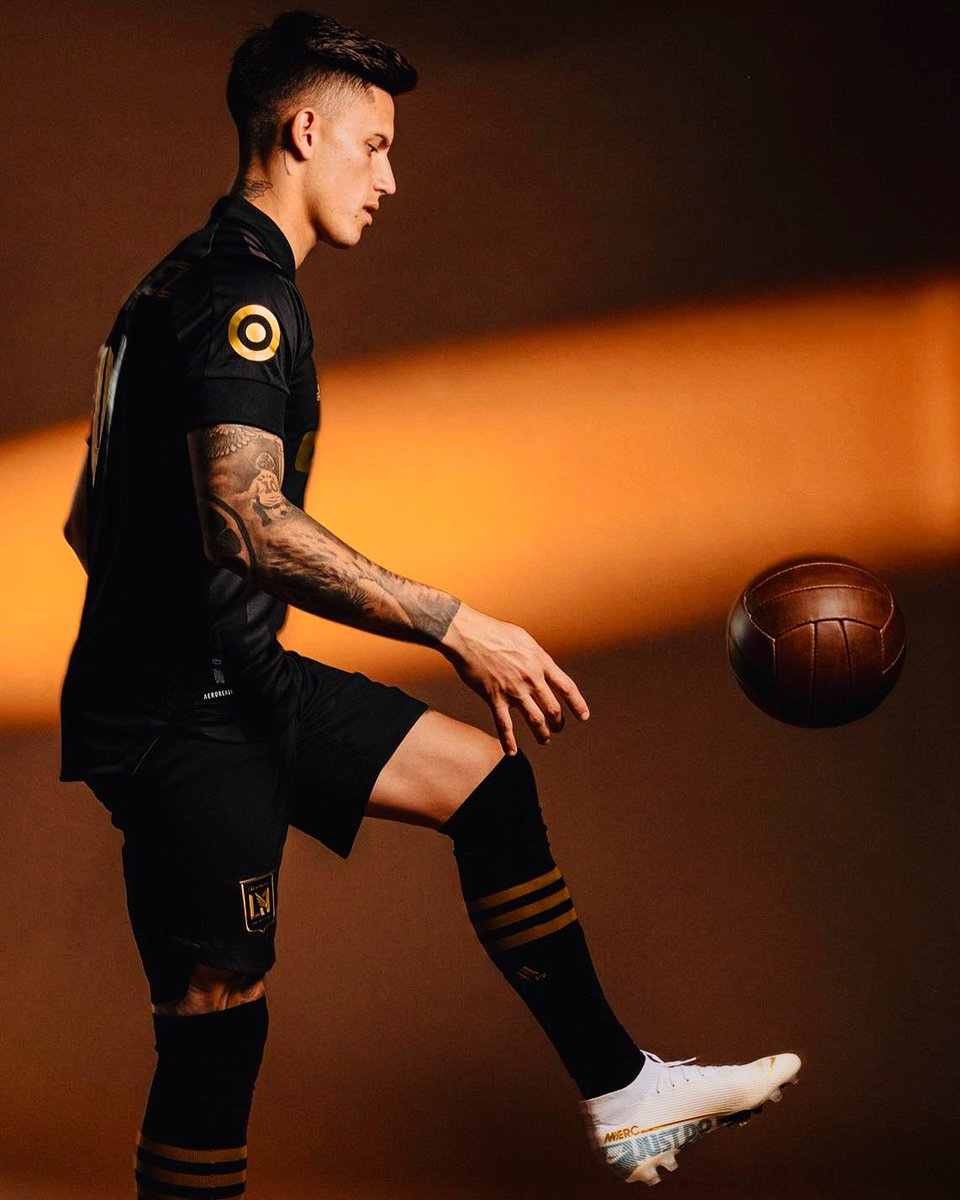black and gold... @SomosLAFC 🦅⚡️