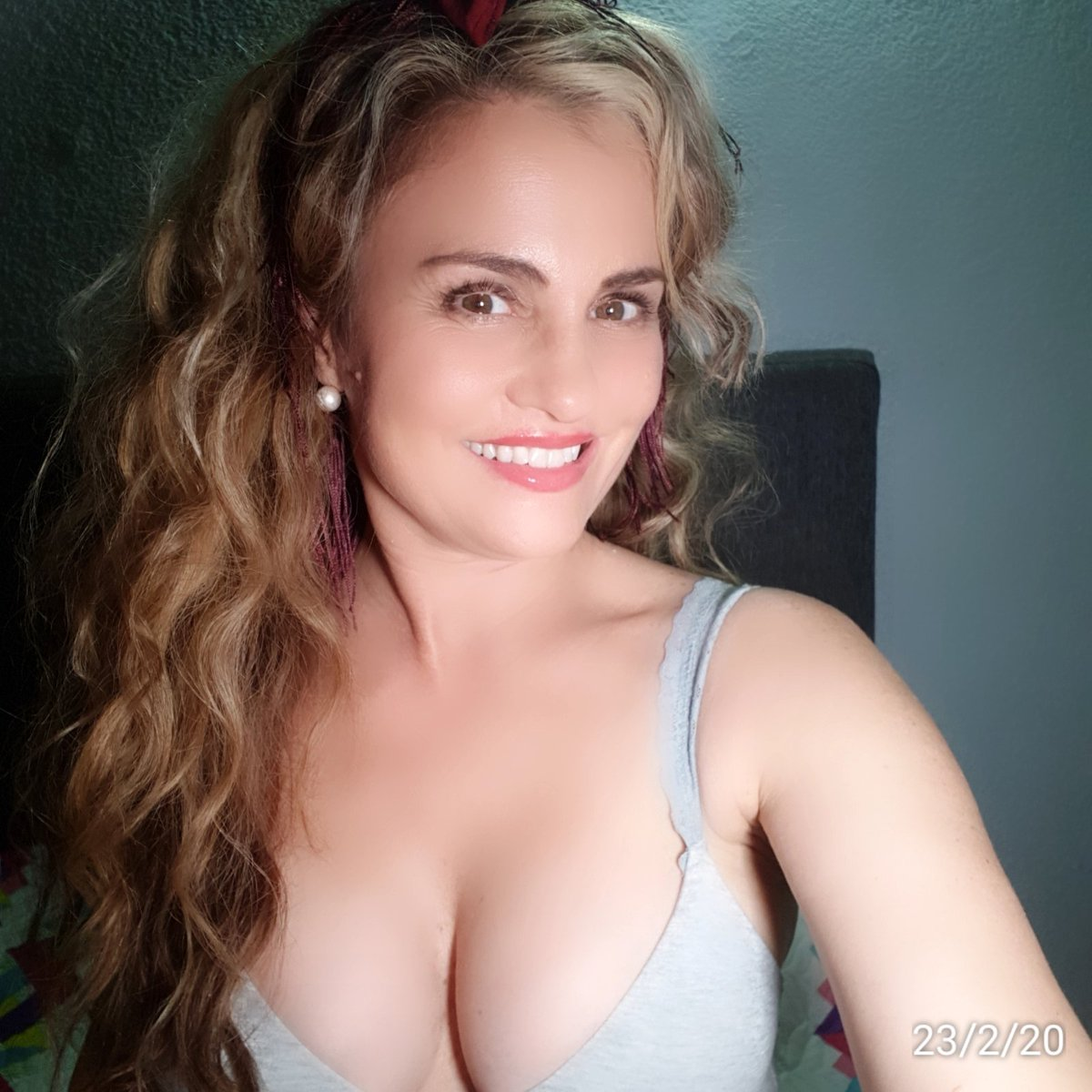 A gift for you...#MotivationMonday #24Febrero #Feliz #auracristinageithner#beautiful #lapotradelabanda #Colombia #happy #vscocam #girl #instagramers #iger #love #loveyouall #actresslife #model #loveislove #smile #follow #2020pic.twitter.com/EcWMF1cRey