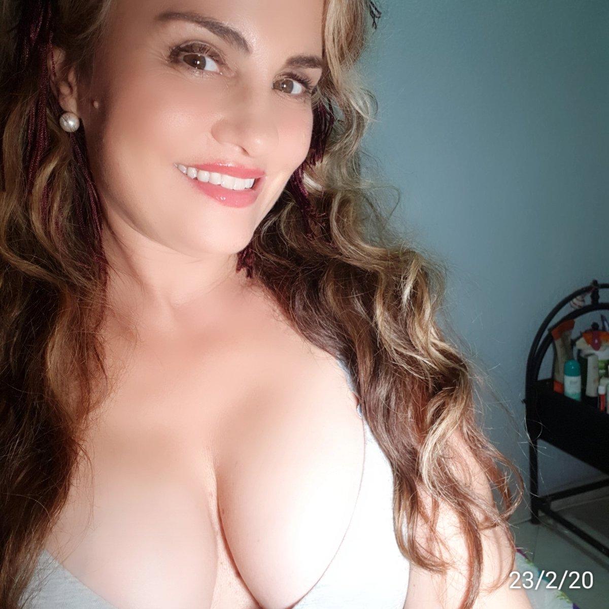 A gift for you...#MotivationMonday #24Febrero #Feliz #auracristinageithner#beautiful #lapotradelabanda #Colombia #happy #vscocam #girl #instagramers #iger #love #loveyouall #actresslife #model #loveislove #smile #follow #2020pic.twitter.com/Zv6Uge93Vj