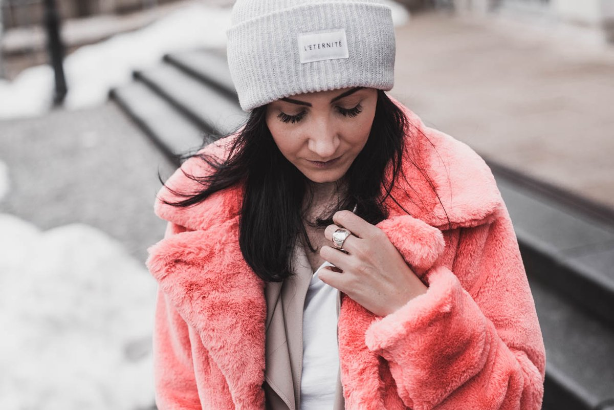 So tragen wir die Trendfarbe Living Coral  [Anzeige] #fashion #fashionblogger #ootd #lookbook #juliesdresscode #winteroutfit #modetrend #winter #wintermode #winterfashion