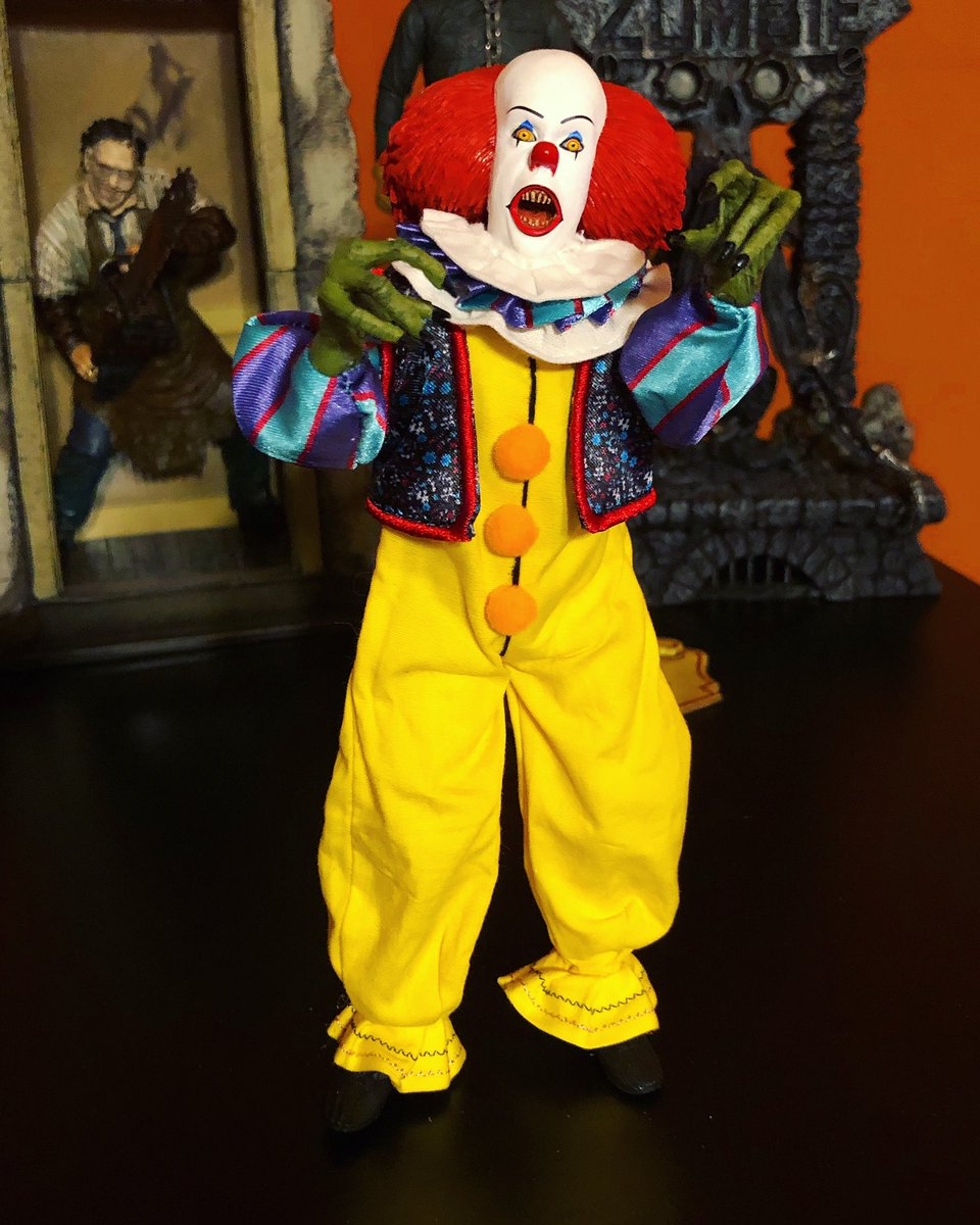 #Pennywise #horror #TimCurry #90sHorror #horrorfan #horrorfans #StephenKing #stephenkingsit #horrorcommunity #horrorcollector #horrorcollectors #horrorgeek #horrorgeeks #actionfigure #actionfigures #neca #necatoys #necareeltoys #necaofficial #clowns #evilclowns #beepbeeprichiepic.twitter.com/CcsszNUe08