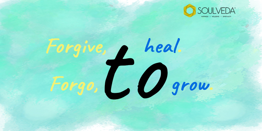 Holding on to painful memories and grudges from the past will never let you heal. Let go and grow.  #Soulveda #publication #magazine #truthbetold #wordsofencouragement #forgivenessquotes #wordsofaffirmation #wordsofpower #lifequotespic.twitter.com/1oS8pUgJmk