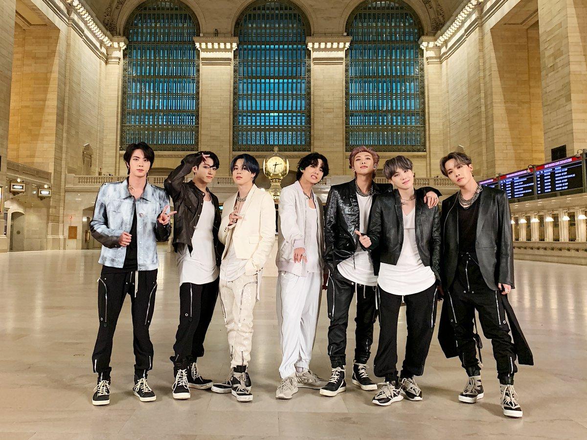 "BTS_official on Twitter: ""[#오늘의방탄] #BTS on The Tonight Show with Jimmy  Fallon @FallonTonight 🤩 ON 첫 무대! #BTS #방탄소년단 #MAP_OF_THE_SOUL_7  #BTSonFallon #ON… https://t.co/N8iiUzZzeN"""