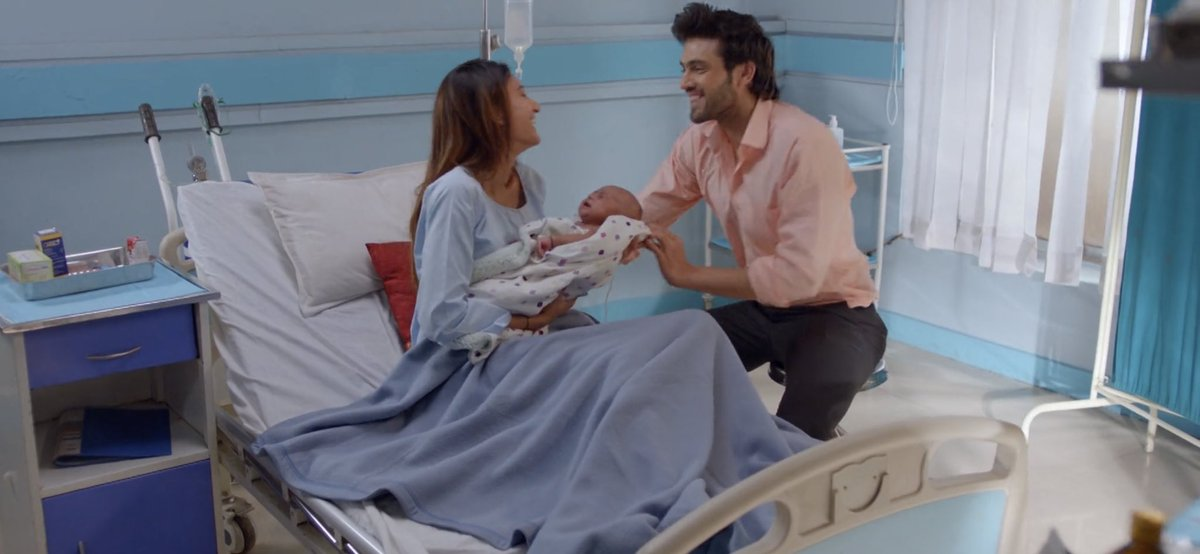 #KasautiiZindagiiKay These precious moments of #AnuragBasu when he is with his wife who gave him the best gift when he is proud showing off his Angel to his family and then sharing his joy with his own Baba #ParthSamthaan just watching every moment of u on screen is a joy n blisspic.twitter.com/JnWk15aHu2
