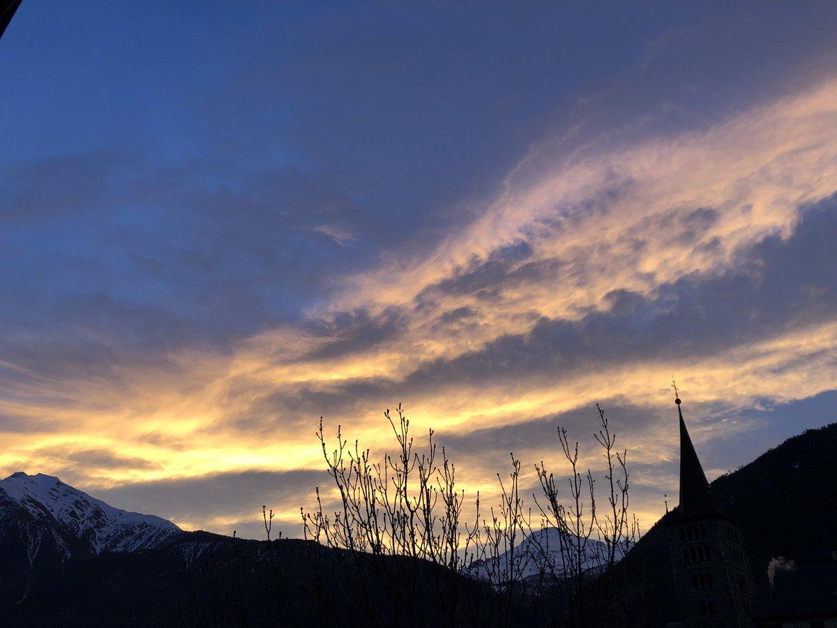 Ich wünsche allen einen schwungvollen Start in den Tag! #Wallis #Sky #morningmotivation