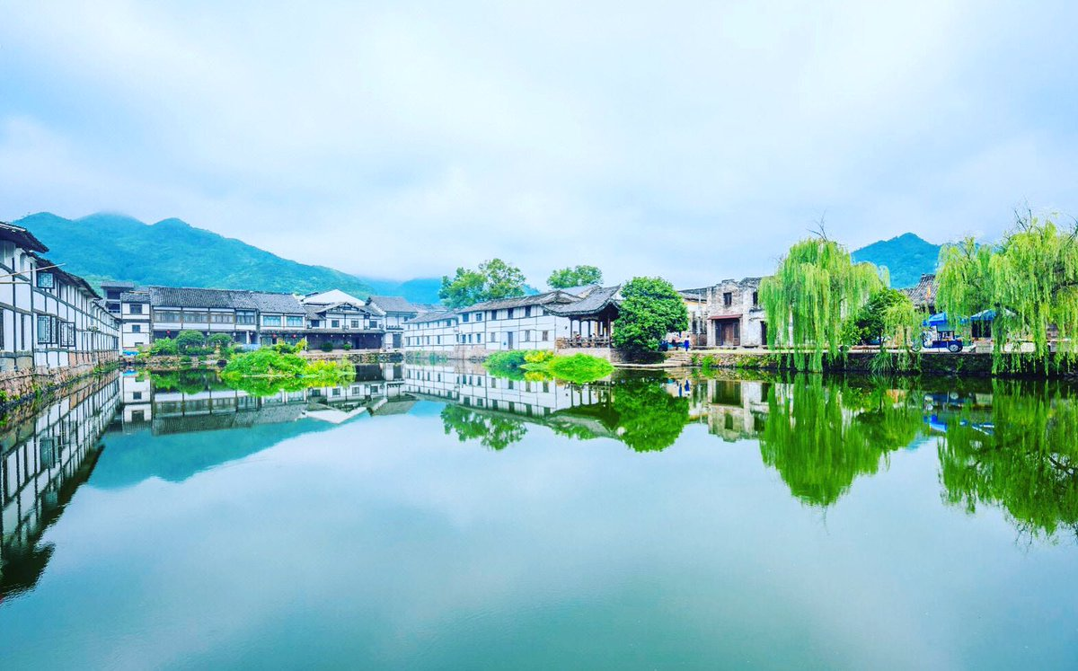The #spring is coming🌱  📍#Wenzhou,#Zhejiang  #china #travel  #mist #instagram #instadaily #photography #sky #tree #lake #trip #photo #attraction #follow #followme #inspiration #visit  #beautiful #destination #view #picture #springiscoming #nature #niche  #reflection