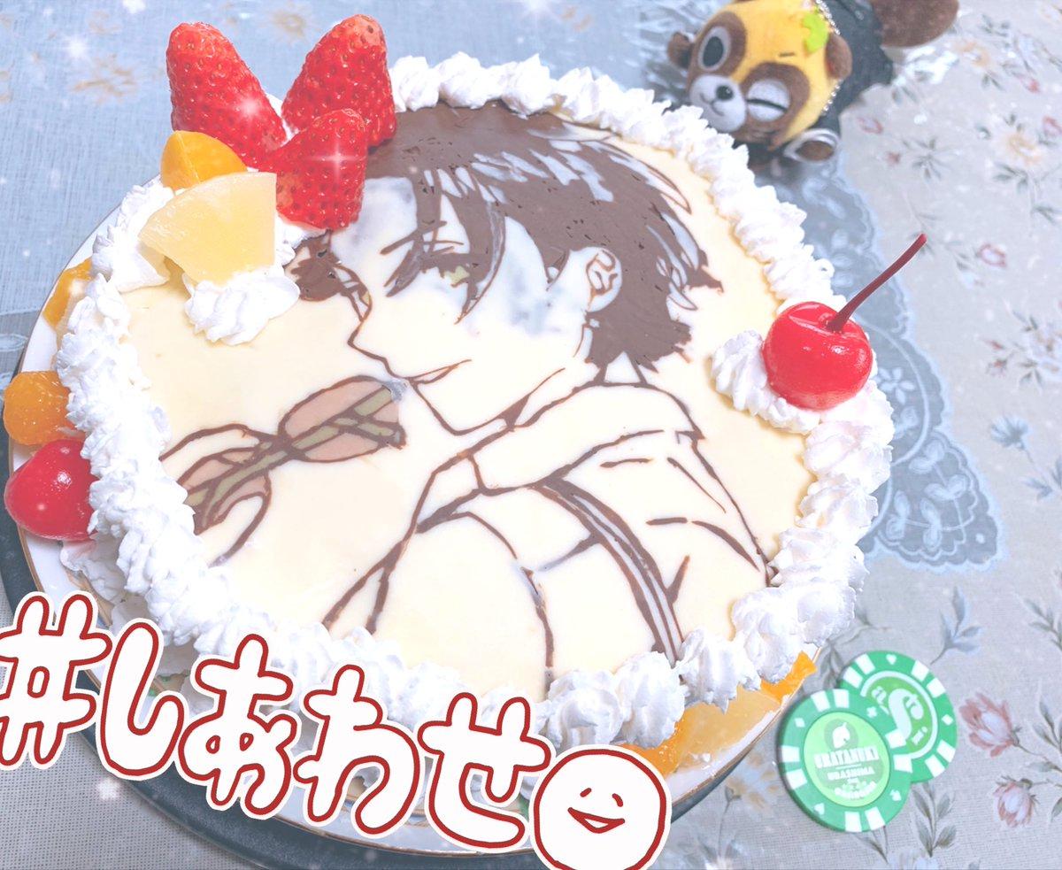 自作誕生日ケーキ出来ました!👏👏👏ケーキ自体少し不格好ですしうらたさんの顔の部分のチョコが薄くなって色が透けてしまったり線画と同じ色のチョコを流してしまって髪の線がぁぁ…ってなりましたが何とか完成💪💚今日同じ誕生日のFFちゃんの分も作りました!!喜んで頂けたようだし満足!!