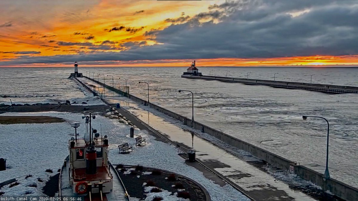 WOW! Stunning sunrise seen this morning from Duluth, Minnesota. #Sunrise #Duluth #MNwx