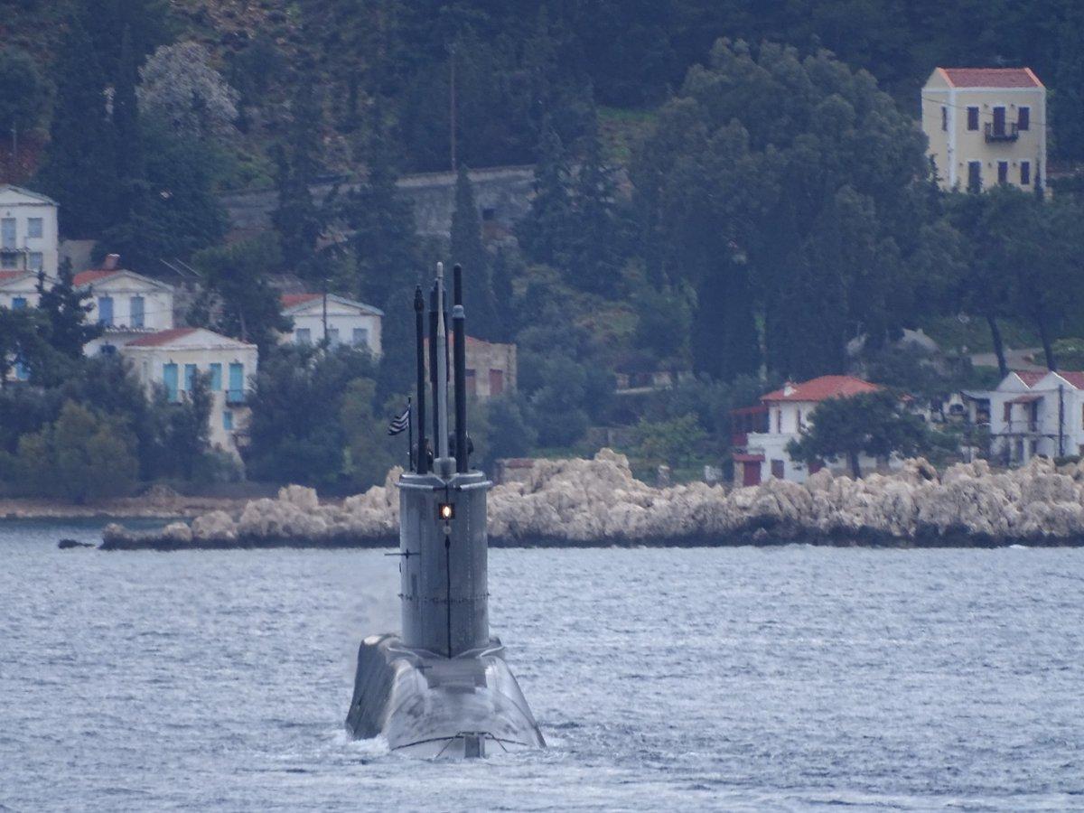 Ελληνικά υποβρύχια 214 & 209 νότια της Κρήτης στην άσκηση 'Αναπτευστήρ'