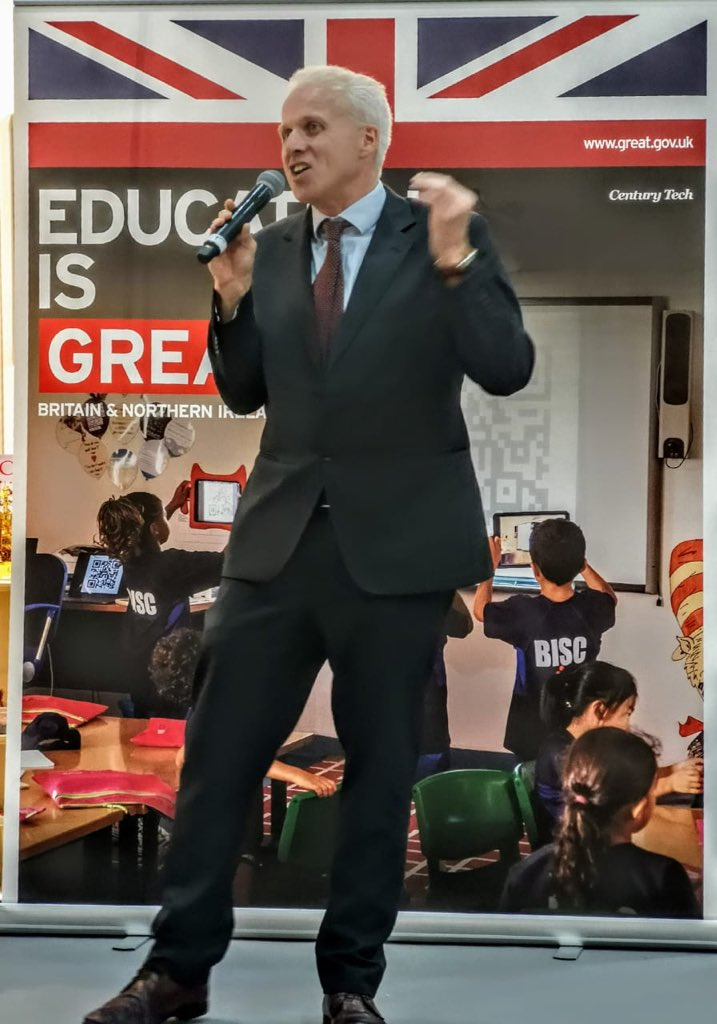 Our HMCG @AJackson_FCO speaking at the launch of the #GreatBritishClassroom at @GESSeducation.  Some amazing performances by @ArtsEdINTL. #EducationisGreat