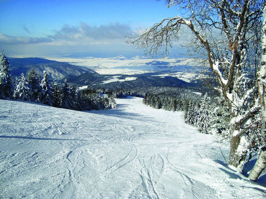 How inviting does this run look? #ad _ 📍 Borovets, Bulgaria https://t.co/K2ktjx3Rbj