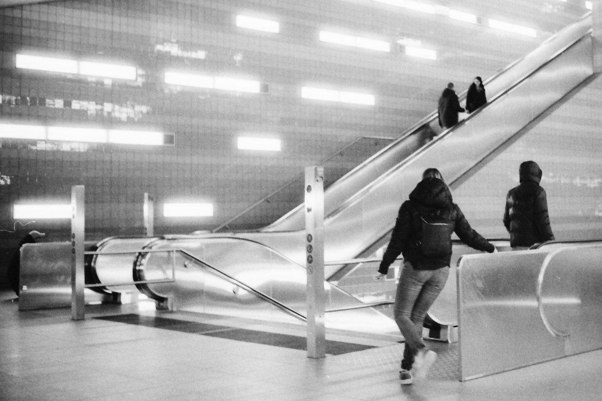 My top 4 with Ilford HP5+  Leica M4-P Komura 35mm f2.8  #Leica #Leicaphotography #fineartphotography #35mmfilm #noir #hamburg #ilfordhp5 #bnwphotography #bnw #pictureoftheday #blackandwhitephotography #blackandwhite #street #streetphotography #city #citylife #travel #undergroundpic.twitter.com/8XVwNb1wew
