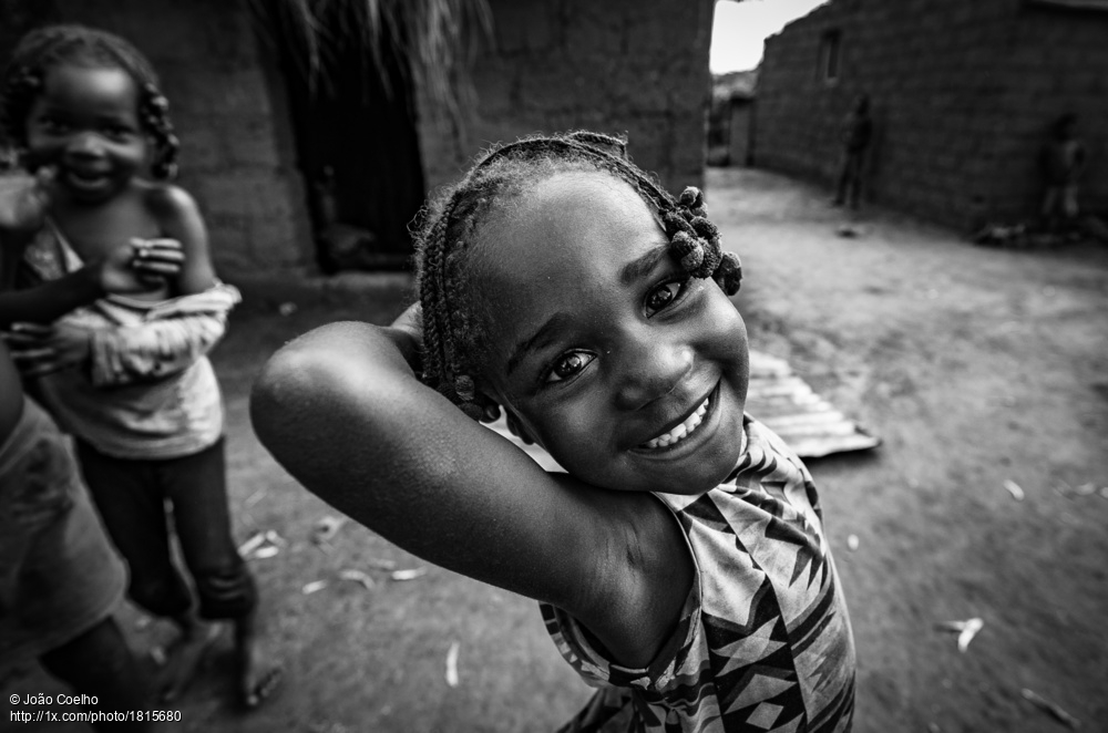 Adorable and great street shot titled 'Sweetness' by João Coelho. https://gallery.1x.com/photo/1815680/latest:all… #streetphotography #portrait #girl #blackandwhitephotographypic.twitter.com/pRjxkmdhvV