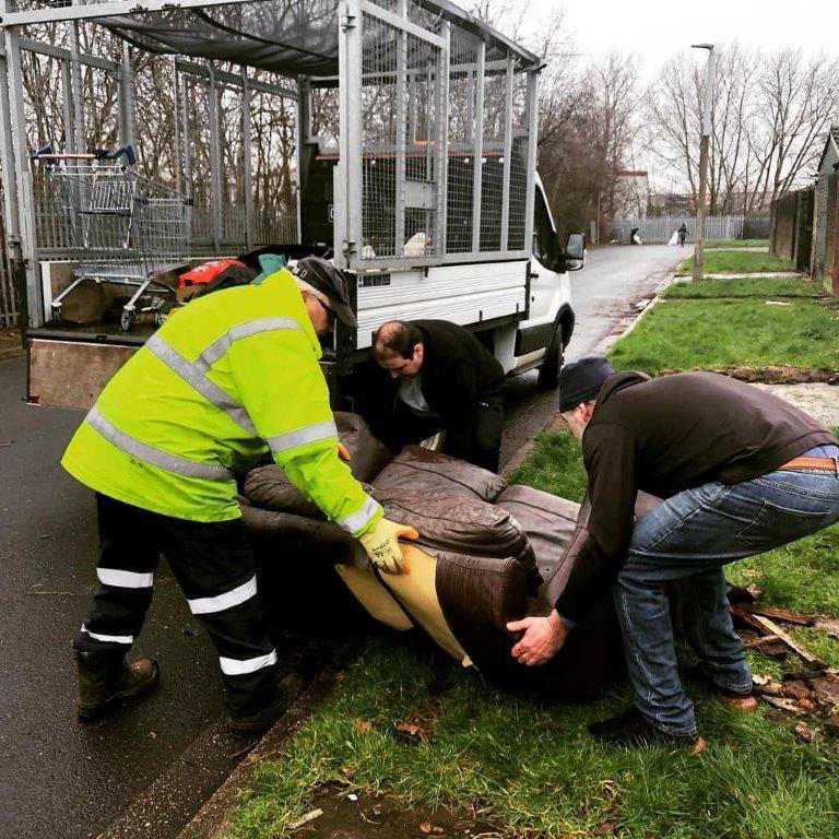 Last week LCC and LSSL officers worked with Cobalt Housing officers and local volunteers to carry out a community clean-up with residents on the Stonedale Estate...  By the end of the clean-up day, the team had removed over 4 tonnes of waste from the area.  #localgov