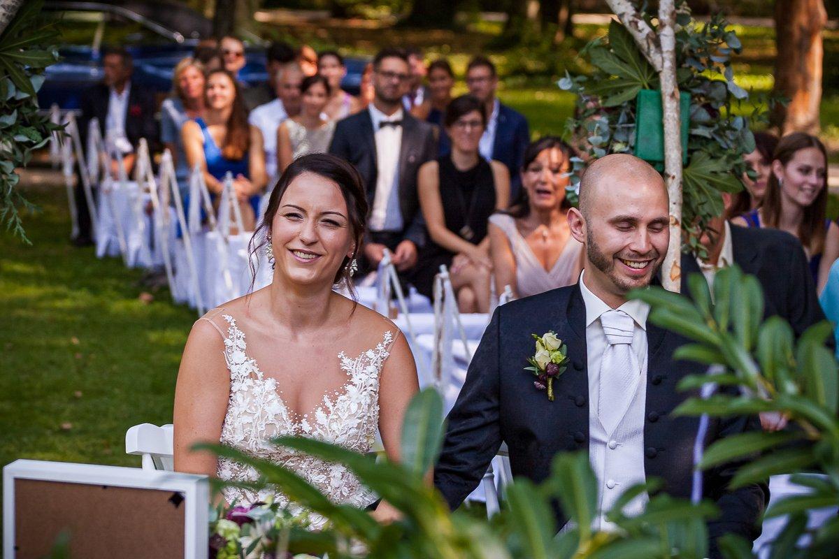 Wedding in the park...  https://www.hochzeitsfotografie-r-und-e.de/  #hochzeit #fotograf #hochzeitsfotograf #hochzeitsfotos #hochzeitsbilder #hochzeitskleid #brautkleid #braut #heiratenpic.twitter.com/8fyzCZpLoW