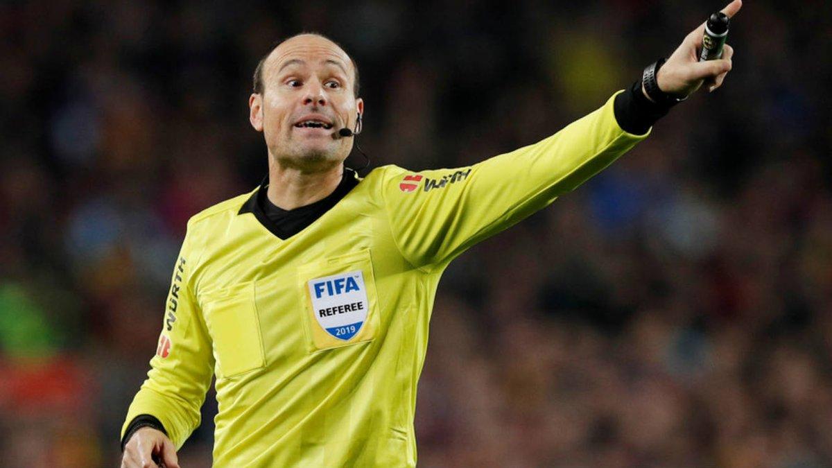 Medipol Başakşehir'in, UEFA Avrupa Ligi Son 32 Turu rövanş maçında sahasında Sporting Lizbon ile oynayacağı karşılaşmayı İspanyol hakem Antonio Mateu Lahoz yönetecek.pic.twitter.com/3OtWV2grz9