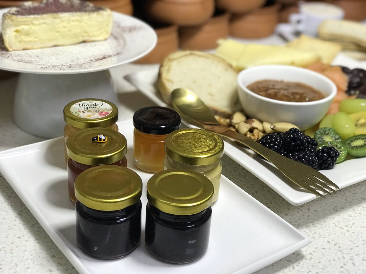 Hi deli, cafe, food market owners, and weddings we sell Australiawide foodgrade 30 mil and 45 mil glass jars with gold coloured lids #Weddings #Cafe #9News #7News#Nimbin #Bangalow #Ballina #ByronBay #Taree #PortMacquarie #AdelaideHills #Food #Bite markets #ByronMarkets #Coffs#hipic.twitter.com/Wz1pkwU00v