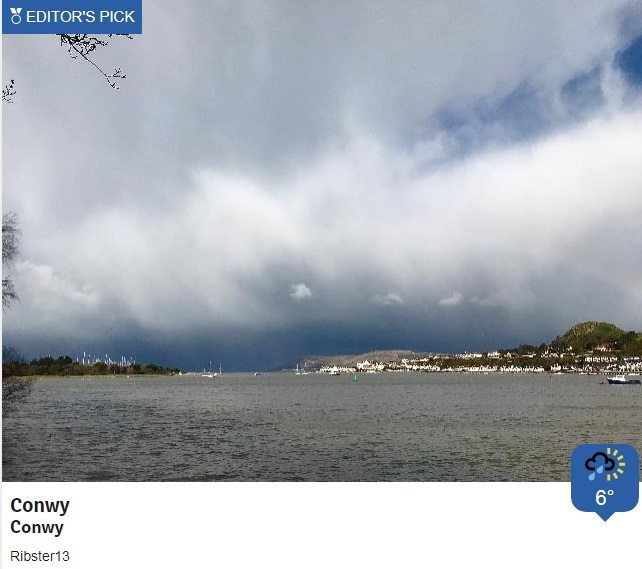 Big showers creating some fantastic cloud formations this morning and bringing a mixture of rain, hail, sleet and snow