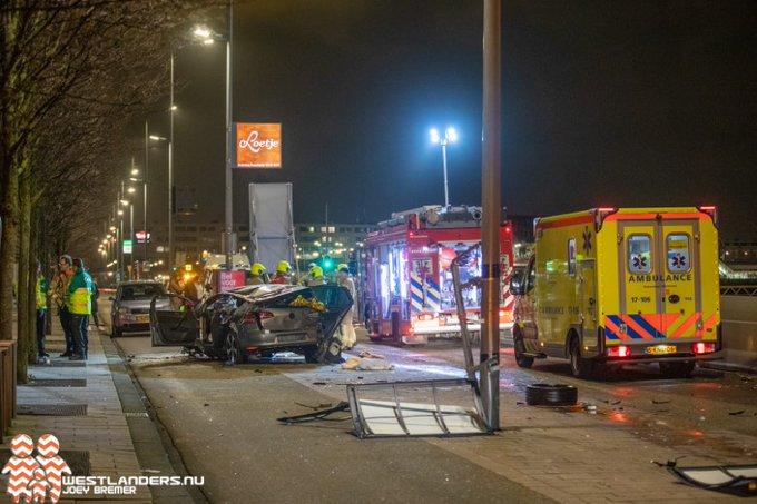 Kinderen zwaar gewonden na ongeluk bij Erasmusbrug https://t.co/ymW9noLPdw https://t.co/tWE9tYOUUo