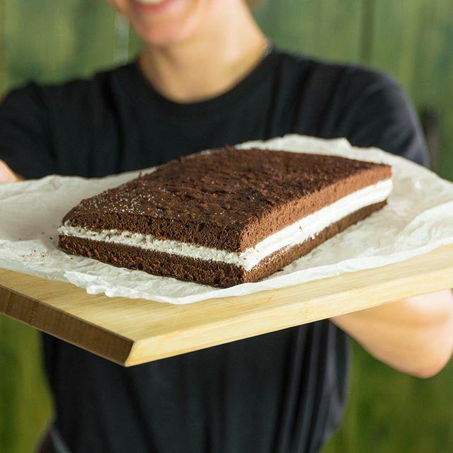 Hallo ihr Lieben, heute haben wir ein neues Exklusivrezept für euch: Die Body Kitchen XXL-Milchschnitte. 😋😋😋 Unsere Milchschnittenversion sieht dem Original nicht nur super ähnlich, sondern kommt auch geschmacklich nah an das Original heran. 🤩🤩🤩 … https://t.co/vZNgfqvxQv https://t.co/3f9mggZvVx