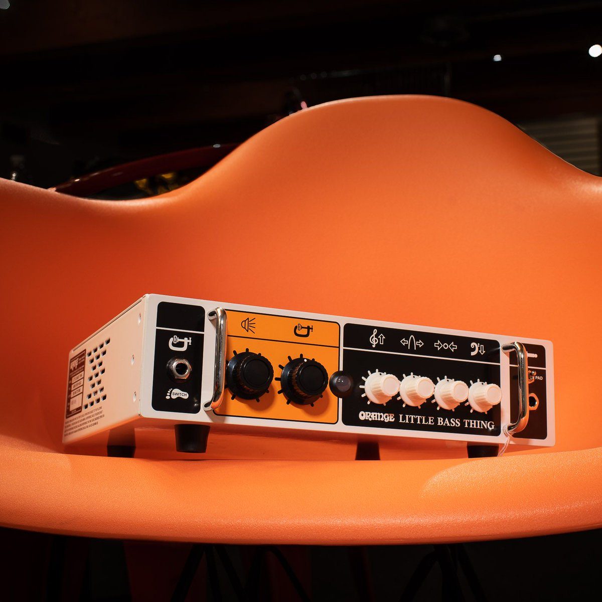 A Little Bass Thing with 500 watts of big bass sound. https://buff.ly/2SL4zki #chicagomusicexchange #orange #500w #littlebassthing #classD #solidstate #gearwire #gearybusey #guitarspotter #guitarphotography #guitarsdaily #tonemob #knowyourtonepic.twitter.com/PoCagBwqmE