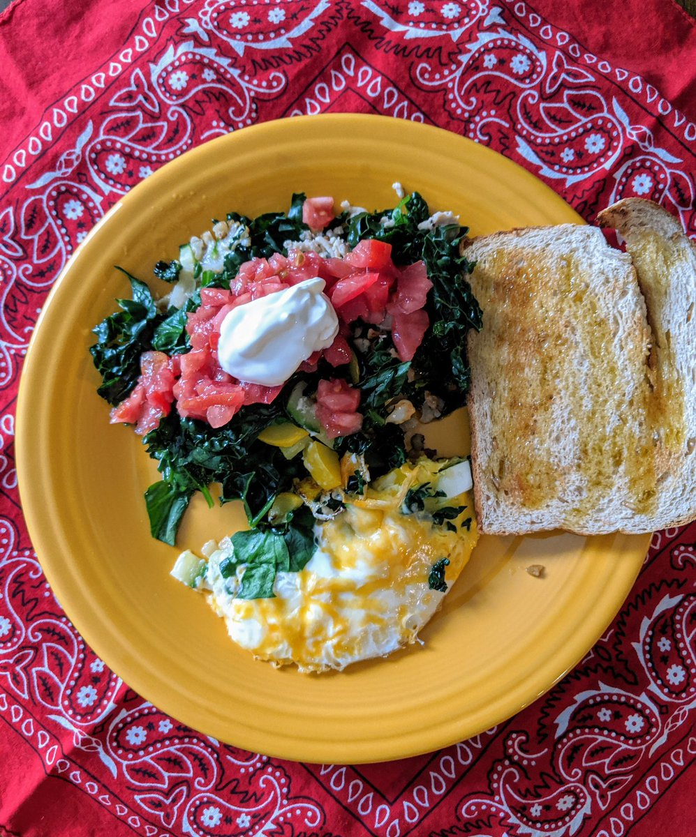 Sauteed spinach roasted cauliflower yellow squash zucchini fried egg little cheese topped with tomato and sour cream. 5 minutes #foodie  #breakfast  #healthy  #ketomyway