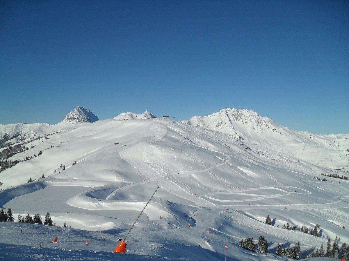 Skiing Austria🗻 #trekking #wandern #alpen #alpes #mountains #hills #berge #austria #germany #birds #climbing #photo #photooftheday #foto #photographer #camera #sun #relax #ski #skiing #snow #snowboard #snowboarding #kitzbühel #streif #obertauern #kaiser #kitzbuehel #kitz
