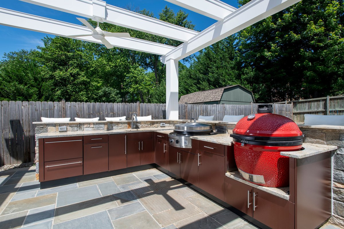 What are the 2020 outdoor living trends ?  DB has the answers in todays blog at : http://www.designbuildersmd.com/blog  #outdoorkitchen #outdoorlivingpic.twitter.com/84Qwt2wqwR
