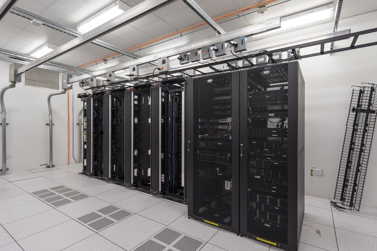 Server racks at the BP Complex Houston #TechnologyTuesday #MeltonElectric #Contractorspic.twitter.com/LRlH6yJTQI