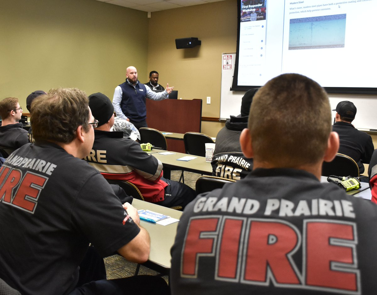 """We partnered w/ @GPTXFire to reach a """"grand"""" milestone! After 12 #natgas safety trainings, every Grand Prairie firefighter is certified in natural gas safety. First responders are our greatest partners in maintaining safe communities. Thank you, GPFD!#TechnologyTuesday pic.twitter.com/vScPYrJ7U8"""