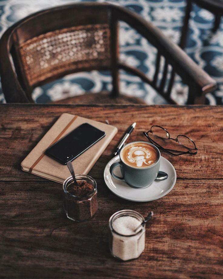Kaffeezeit ...  Coffee time ... pic.twitter.com/k2SFx8j2qR