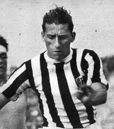 Guglielmo #Gabetto (Torino, 24 febbraio 1916 – #Superga, 4 maggio 1949). #Attaccante della #Juventus dal 1934 al 1941, 191 presenze 102 reti. 1 #scudetto 1 #coppaItalia.  http://TifosiBianconeri.com ricorda il grande #Gabe deceduto con il #GrandeTorino.  http://bit.ly/3a7fRWa