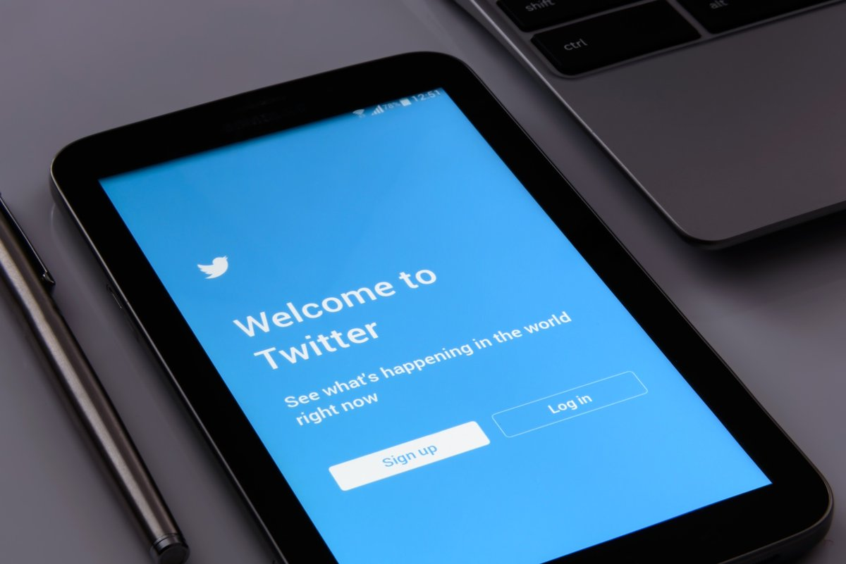 .@Twitter confirmed the @Chroma_Labs team will join Twitter's product, design, and engineering teams. Does this mean Twitter Stories are coming? Find out from @Marketingland:  #Twitter