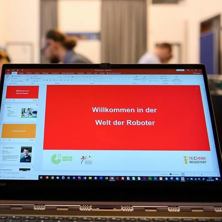 #NEWS! Unser neuster Blogartikel zum Workshop in #Prag in der vergangenen Woche ist jetzt online unter http://www.wro2020.de/news/164/2020-02-25-roboter-sprechen-deutsch…  #wro #mint #technik #bildung #goetheinstitut #robotik #workhop #lernen #schule   © Fotos: Goethe-Institut Prag, Foto: Petra Hajskapic.twitter.com/1pYZ587c48